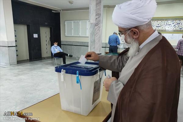 Photos: Ayatollah Ramazani cast his ballot in 2021 elections