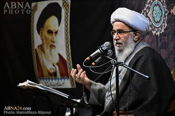 """Ayetullah Ramazani: """"Düşmanla Savaşım"""" ve """"Adaleti Yayma"""" İmam Humeyni (r.a) ve İnkılap Rehberinin Siyasi ve Dini İdareciliğinin Ortak Noktasıdır"""